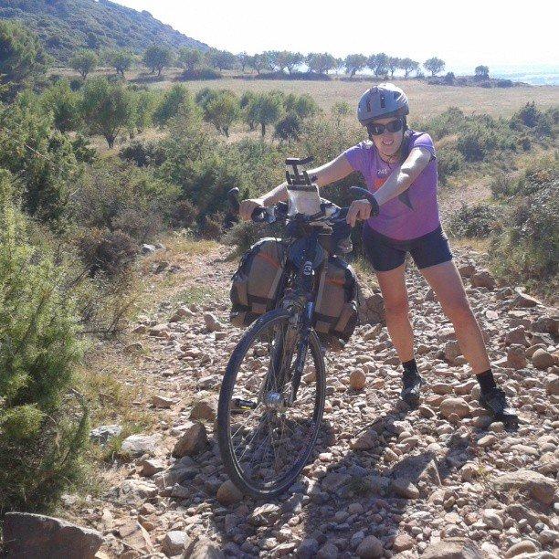 sarsamarcuello_yo-empujando-la-bici