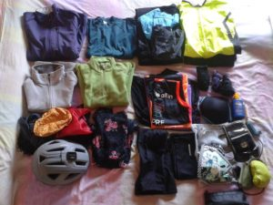 clothes_all-what-you-need-to-go-the-sant-james-way-by-bicycle_by-desconnect