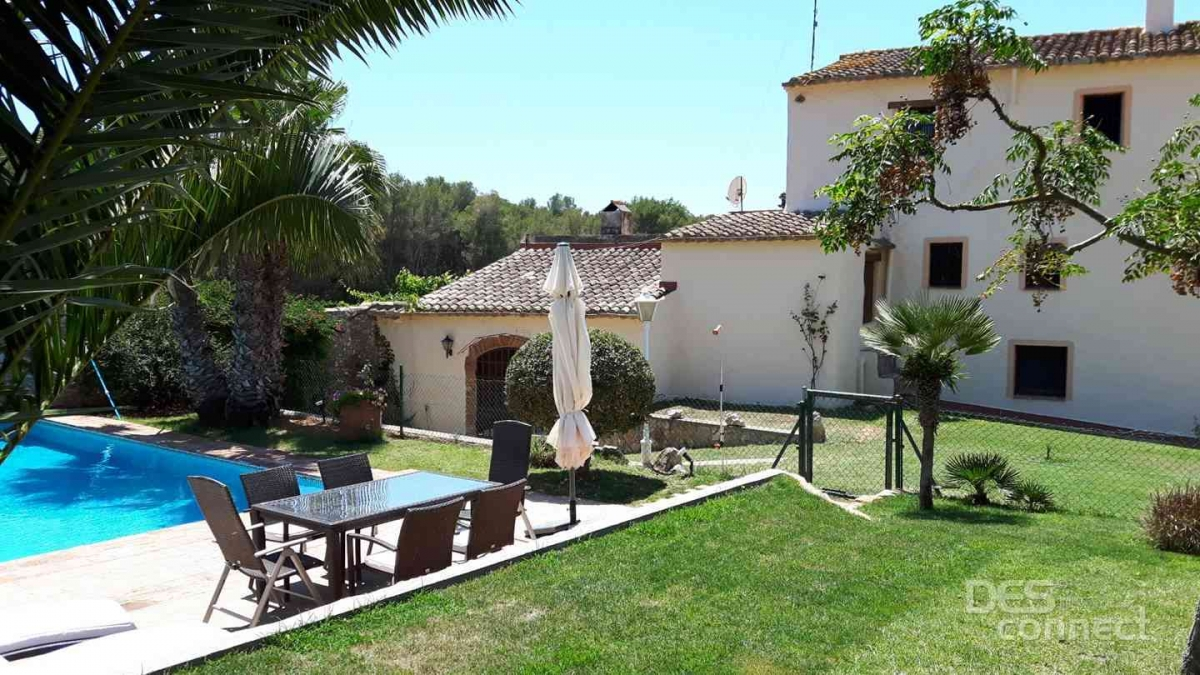01 Awesome Villa with private pool Holiday Rental near the beach Costa Dorada Spain by DESconnect